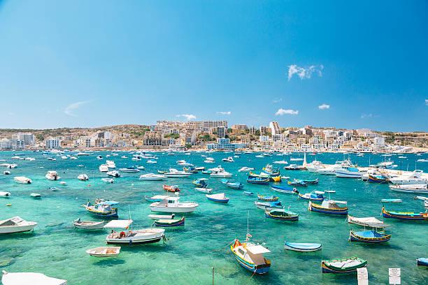 Boats in Bugibba bay, Malta:スマホ壁紙(壁紙.com)