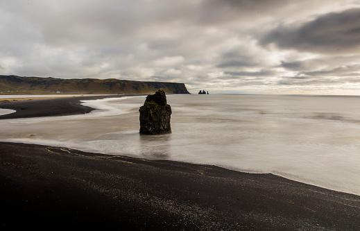 Basalt「Basalt sea strack on shore at beach」:スマホ壁紙(11)