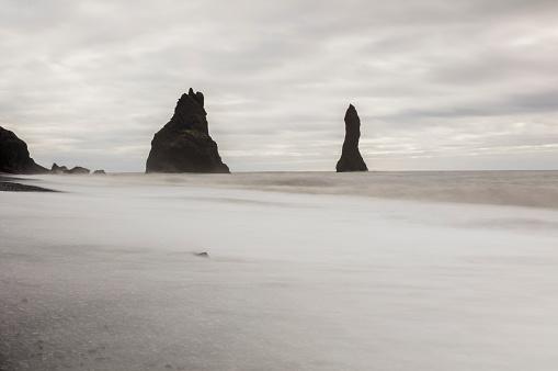 Basalt「Basalt sea stracks on shore at beach」:スマホ壁紙(7)