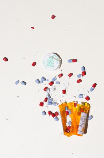 Problems「Smashed bottle of prescription meds」:スマホ壁紙(2)