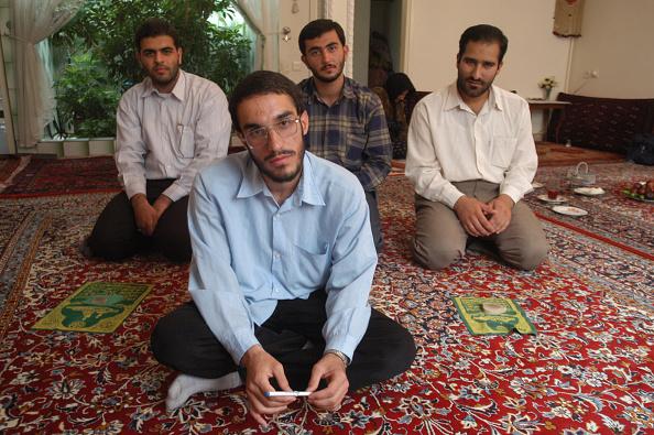Rug「Basiji Men」:写真・画像(13)[壁紙.com]