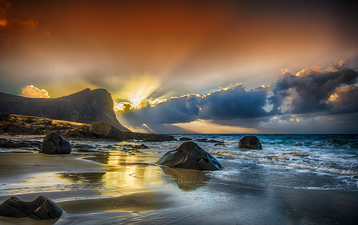 岩「Sunset at Myrland, Flakstad, Lofoten, Nordland, Norway」:スマホ壁紙(9)