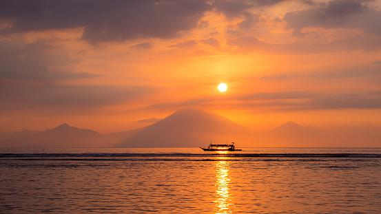 Mt Agung「Sunset at Mount Agung, Gili Trawangan, Lombok, Indonesia」:スマホ壁紙(11)