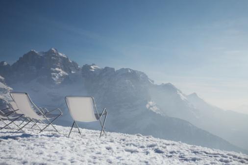 Ski Resort「Lawn chairs on mountain peak」:スマホ壁紙(15)