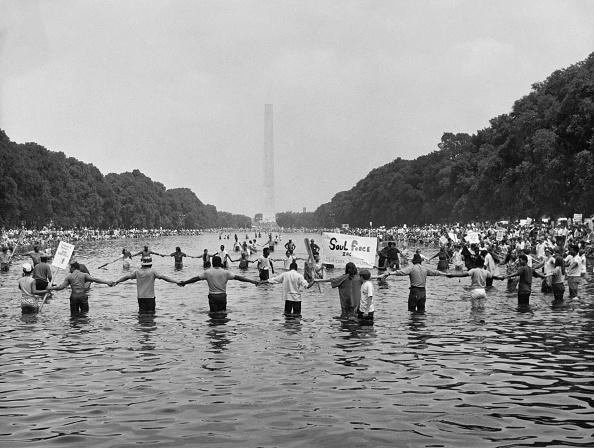 People In A Row「Solidarity Marchers In Washington, D.C.」:写真・画像(19)[壁紙.com]