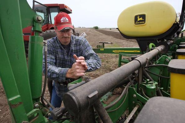 Planting「Farmers Continue Planting Following Cold Wet April」:写真・画像(18)[壁紙.com]