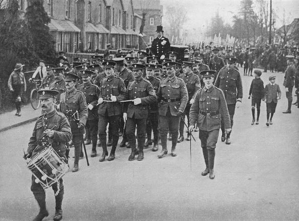楽器「Sergeants Hauling The Bridal Coach From The Church 1915」:写真・画像(0)[壁紙.com]