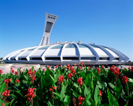 Olympic Stadium「Olympic Stadium and red flowers, Montreal, Quebec, Canada」:スマホ壁紙(10)
