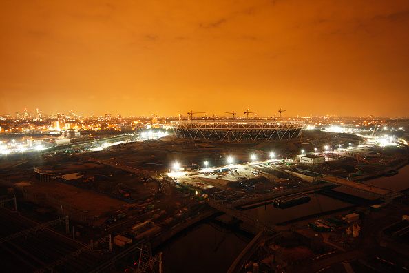 Horizon「Olympic Stadium during construction just before midnight, Stratford, London, UK, night, August 2009, looking West」:写真・画像(9)[壁紙.com]
