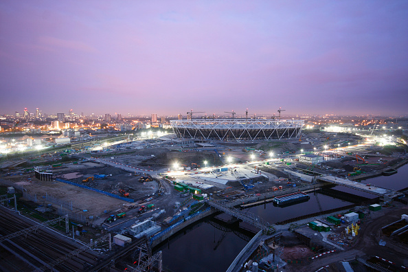 Dawn「Olympic Stadium during construction, Stratford, London, UK, dawn twilight, August 2009, looking West」:写真・画像(7)[壁紙.com]