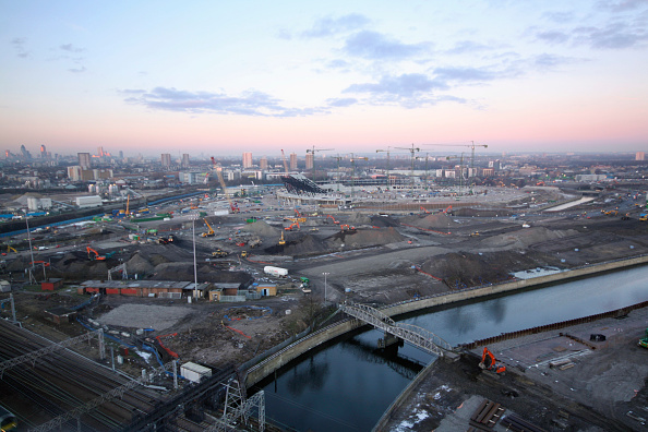 Dawn「Olympic Stadium during construction, Stratford, London, UK, dawn, January 2009, looking West」:写真・画像(6)[壁紙.com]