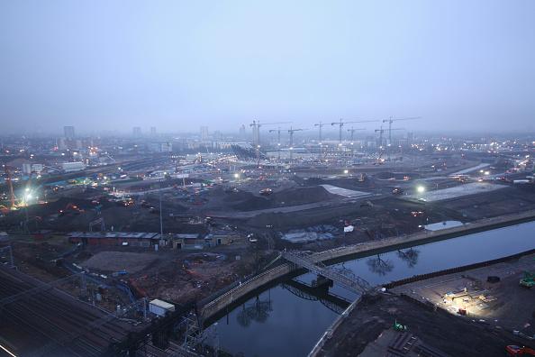 Horizon「Olympic Stadium during construction, Stratford, London, UK, dawn, January 2009, looking West」:写真・画像(3)[壁紙.com]
