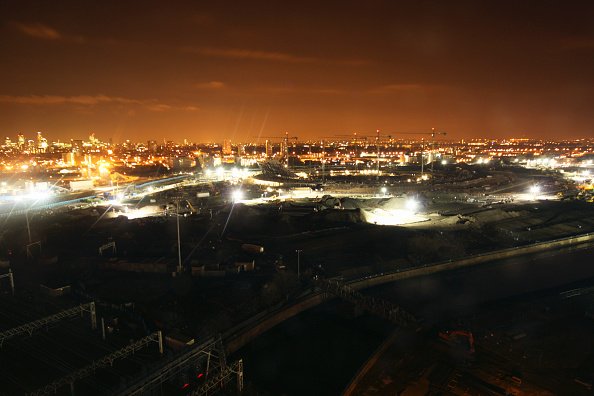 Horizon「Olympic Stadium during construction, Stratford, London, UK, night, January 2009, looking West」:写真・画像(2)[壁紙.com]