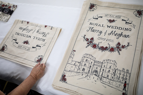 Souvenir「Commemorative Tea Towels Are Printed Ahead Of The Royal Wedding」:写真・画像(8)[壁紙.com]