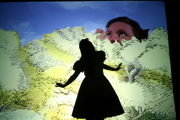 Opera Singer「Alice In Wonderland」:写真・画像(18)[壁紙.com]