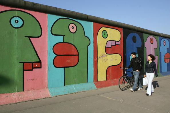 East「Many Germans Want Berlin Wall Back」:写真・画像(14)[壁紙.com]
