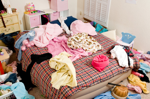 Chaos「Messy bedroom with clothing thrown in disarray」:スマホ壁紙(8)