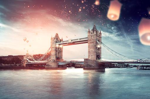 London Bridge - England「London in a Celebratory and Inviting Mood」:スマホ壁紙(7)