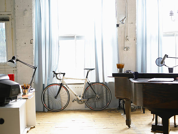 Bicycle stands besides window:スマホ壁紙(壁紙.com)