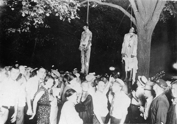 偏見「Lynch law in America: 5000 onlookers watching the corps of two black man, Photograph, Around 1935」:写真・画像(12)[壁紙.com]