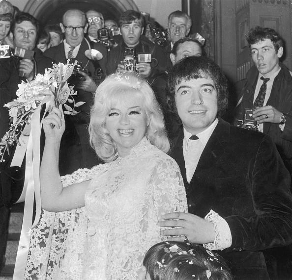 Wedding Dress「Mr And Mrs Lake」:写真・画像(8)[壁紙.com]