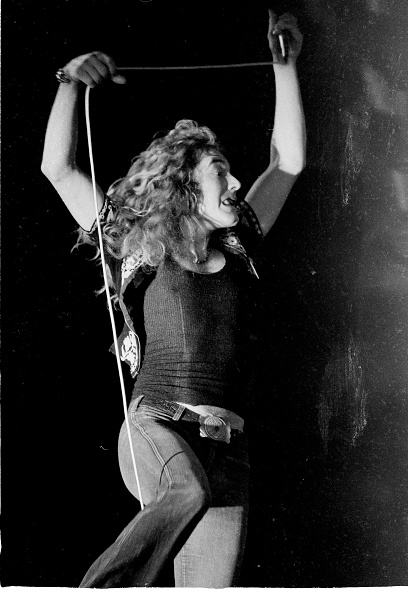November「Robert Plant On Stage」:写真・画像(1)[壁紙.com]