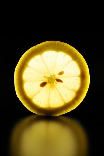 Focus On Background「Lemon slice is illuminated black background」:スマホ壁紙(1)