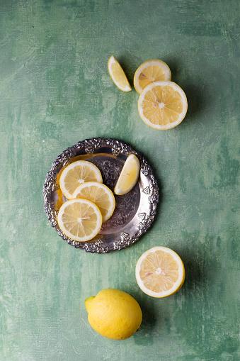Green Background「Lemon slices on silver plate」:スマホ壁紙(12)