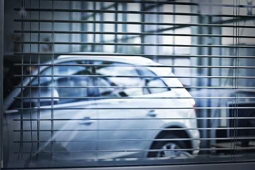 Car Dealership「car behind jalousie」:スマホ壁紙(8)