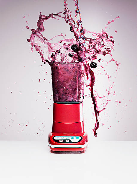 Blueberry juice splashing from blender:スマホ壁紙(壁紙.com)