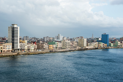 Old Havana「The Malecon and Old Havana skyline.」:スマホ壁紙(11)