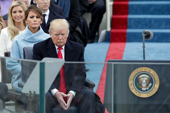 座る「Donald Trump Is Sworn In As 45th President Of The United States」:写真・画像(10)[壁紙.com]