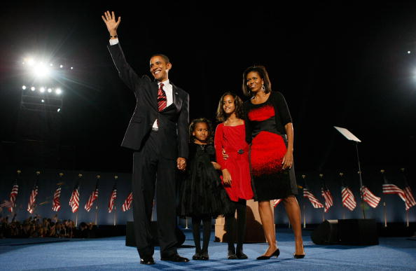 Four People「Barack Obama Holds Election Night Gathering In Chicago's Grant Park」:写真・画像(1)[壁紙.com]