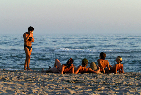 友情「Vacationers Take To The Black Sea Peninsula」:写真・画像(11)[壁紙.com]