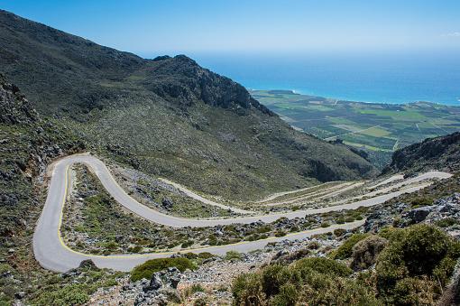 Aegean Sea「Greece, Crete, serpentine road leading down to the south coast」:スマホ壁紙(1)