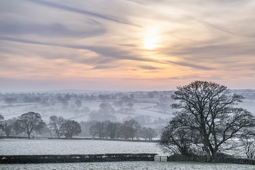 North Yorkshire「Atmospheric mist covers the valley floor in rural North Yorkshire」:スマホ壁紙(19)
