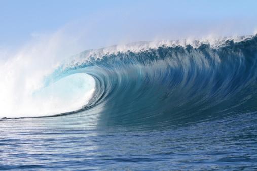 胸を打つ「強力な波」:スマホ壁紙(17)