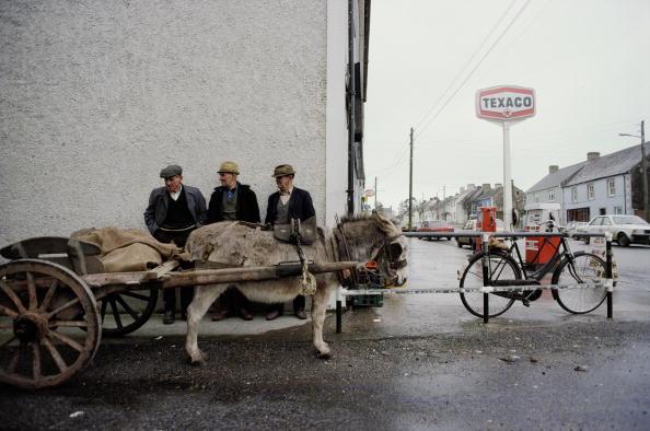 Tom Stoddart Archive「Ballyporeen Donkey Cart」:写真・画像(10)[壁紙.com]