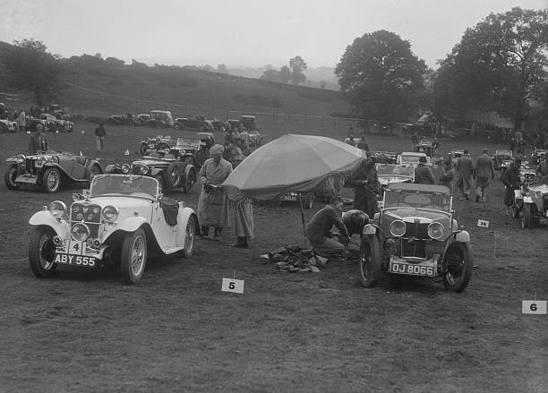 Singer Le Mans and MG J2 at the MG Car Club Rushmere Hillclimb, Shropshire, 1935:ニュース(壁紙.com)