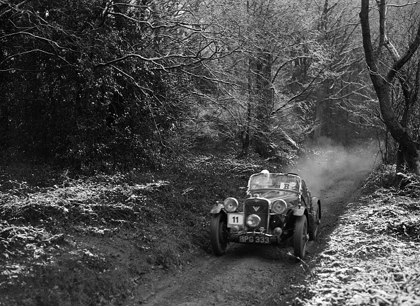 Country Road「1934 Singer Le Mans taking part in a motoring trial, late 1930s」:写真・画像(14)[壁紙.com]