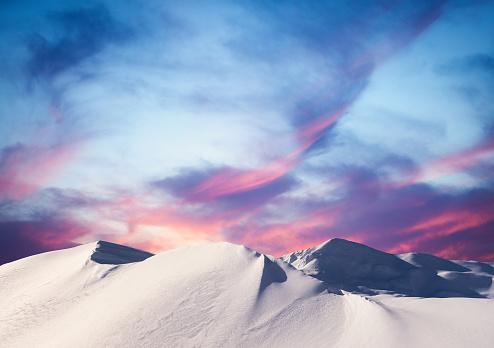 冠雪「山の冬の夕日」:スマホ壁紙(18)