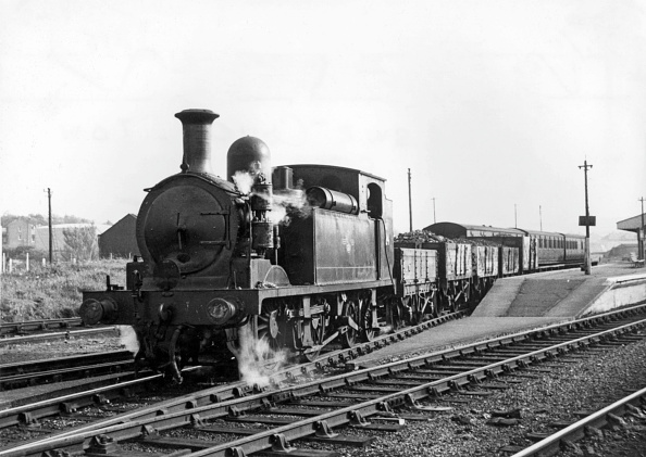 T 「The beauty of a rural steam railway on the Isle Of Wight with ex LSWR Adam's 02 Class 0-4-4T No w24  Calbourne built in 1891 and transferred to the island in 1925.」:写真・画像(11)[壁紙.com]