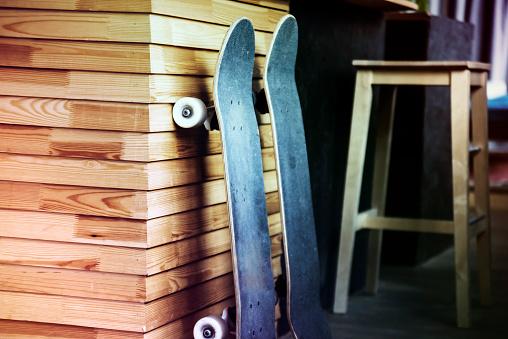 Skating「Skateboards against the wall」:スマホ壁紙(2)