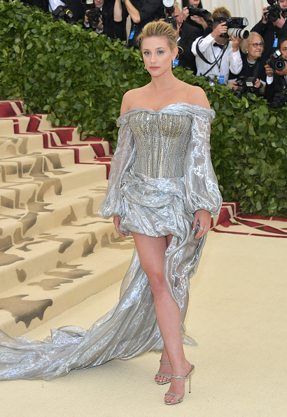 Lili Reinhart「Heavenly Bodies: Fashion & The Catholic Imagination Costume Institute Gala - Arrivals」:写真・画像(16)[壁紙.com]