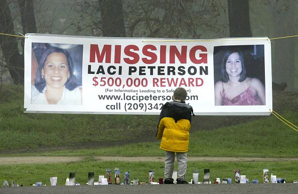 Grass「Child Stops To Look At Makeshift Memorial For Still Missing California Woman」:写真・画像(9)[壁紙.com]