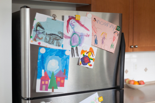 Domestic Kitchen「Young child's art on fridge door」:スマホ壁紙(3)