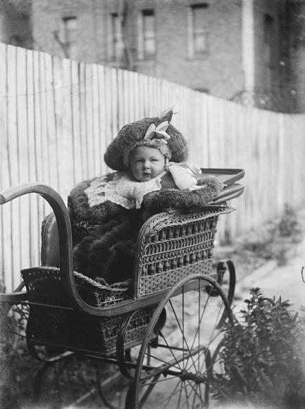 Baby Carriage「Child In Wicker Frame Pram」:写真・画像(12)[壁紙.com]