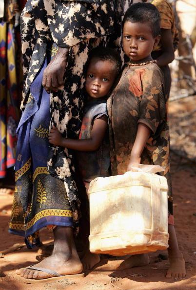 Perching「Drought Hit Kenya Heading For Humanitarian Crisis」:写真・画像(11)[壁紙.com]
