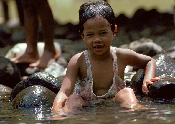 Cool Attitude「Child in River, Philippines」:写真・画像(9)[壁紙.com]