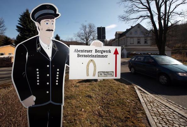 Hiding「Digging For Suspected Nazi Treasure」:写真・画像(12)[壁紙.com]